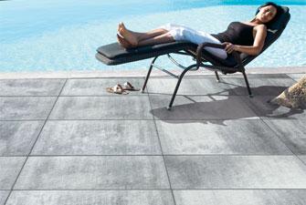 Terrassen und gartenplatten in leichtrein technologie for Steinplatten mit holzoptik